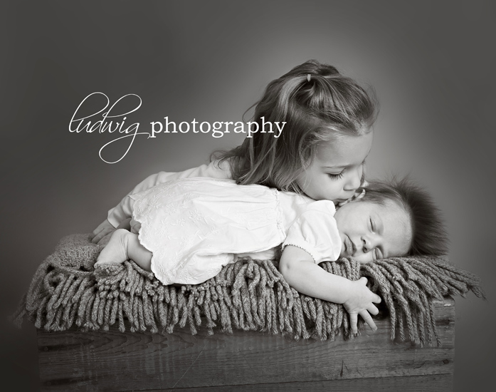 newborn session with sister